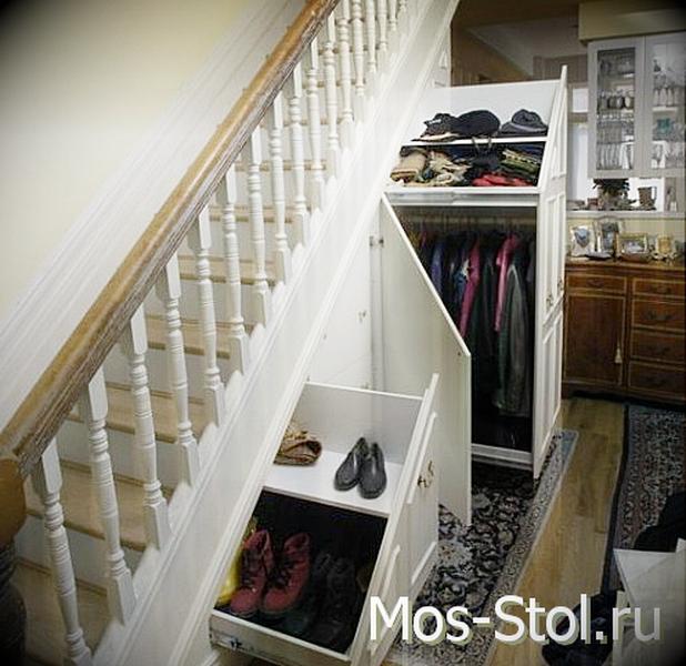 Шкаф под лестницей 31