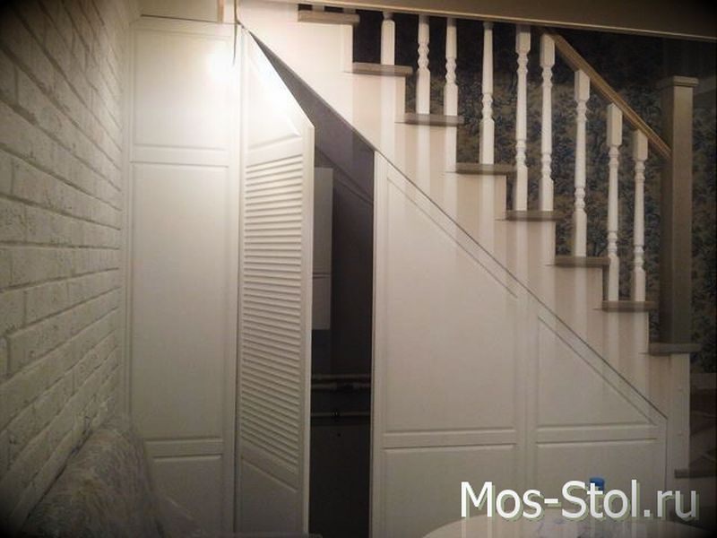 Шкаф под лестницей 9