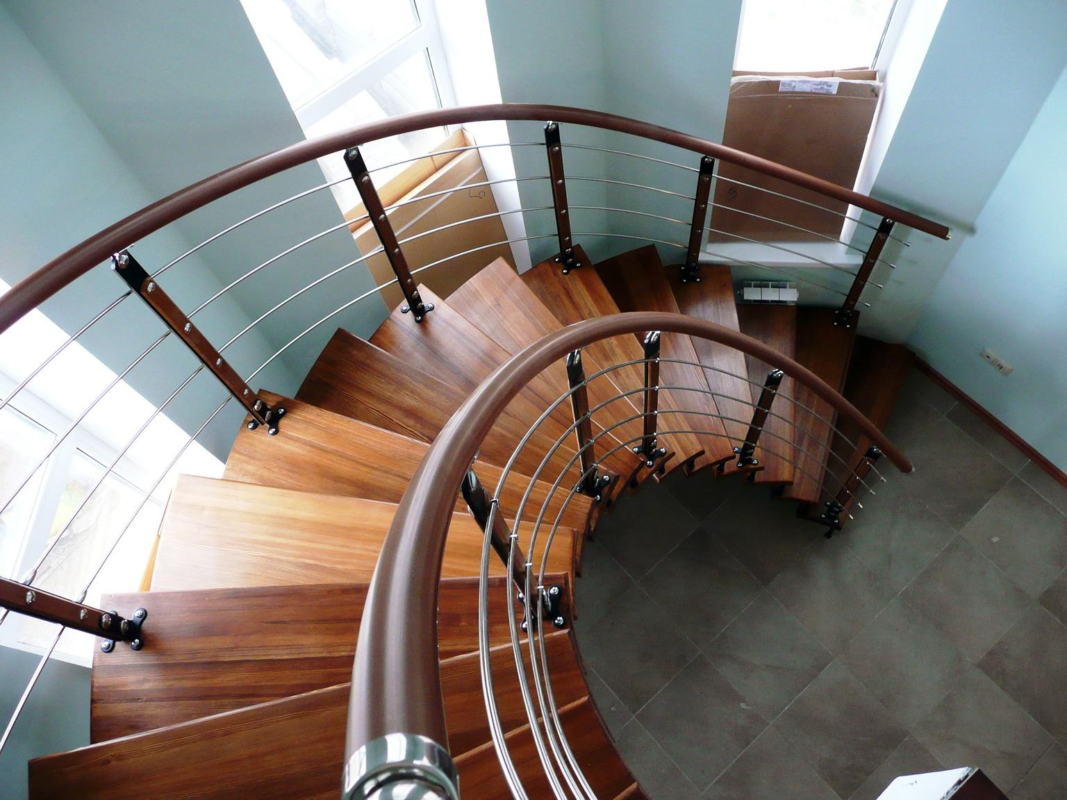 Изготовленная лестница на заказ