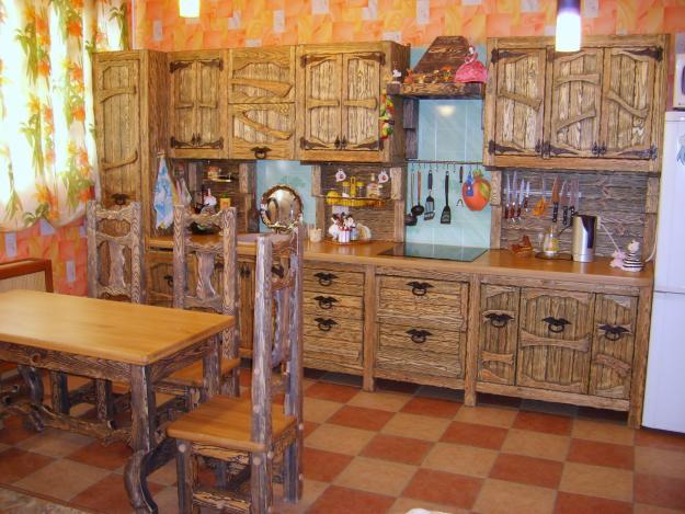 Кухонная мебель из массива с сохранением структуры дерева