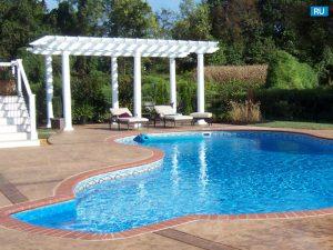 Термодревесина настил в открытом бассейне