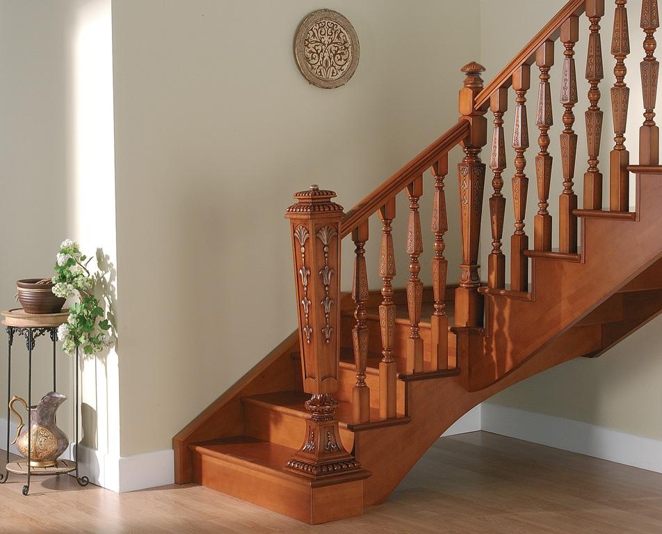 лестница изготовленная в нашей столярной мастерской фото