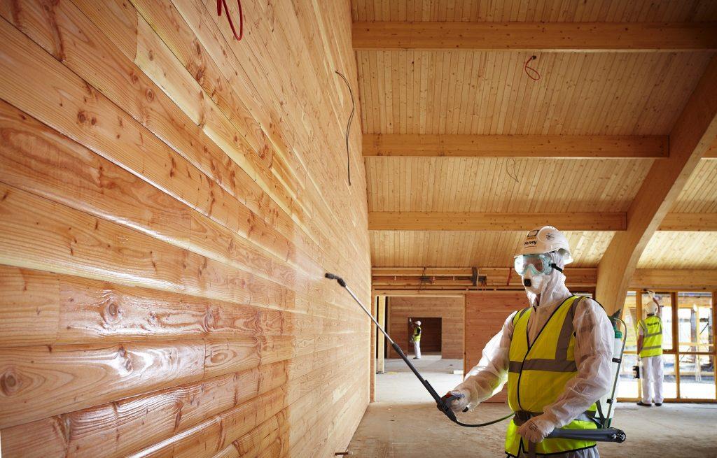 Как защитить древесину от воздействия окружающей среды